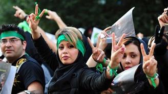 İran Cumhurbaşkanı: Kadınlar eşit haklara sahip olmalı