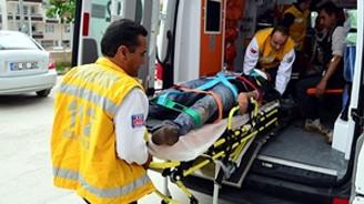 Yüzme takımının midibüsü devrildi: 15 yaralı