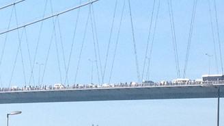 İstanbullu köprüyü yürüyerek geçti