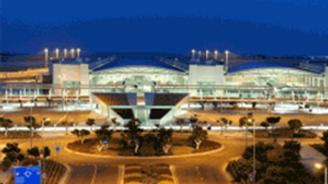 Larnaka Havaalanı'nda bomba ihbarı