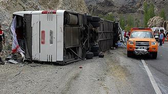 Erzurum'da yolcu otobüsü devrildi: 15 yaralı