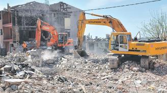 Bakan'dan itiraf:  Vatandaşın çürük evini yıkıp yapacak bütçe yok