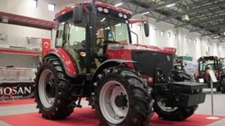 DenizBank,10 üreticiye traktör hediye edecek