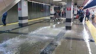 Ankara'da metro istasyonlarını su bastı!