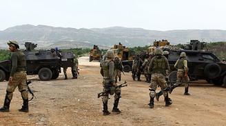 Terör örgütü Diyarbakır'da kamyonet yaktı