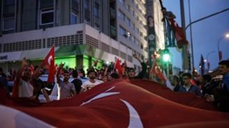 İstanbul'da 'Bayrağa Saygı' yürüyüşü