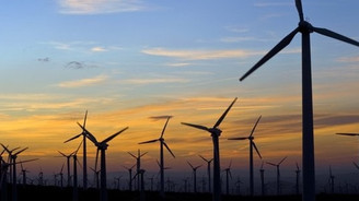 Rüzgar enerjisi mevzuat bekliyor