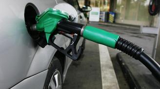 Benzin ve motorinde yılın ilk indirimi