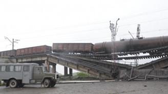 Ukrayna'da ayrılıkçılar demiryolu köprüsünü patlattı!