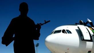 Trablus Havalimanı'na 3 füze düştü