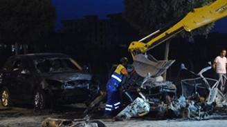 Belediye başkanının aracının geçişi sırasında patlama
