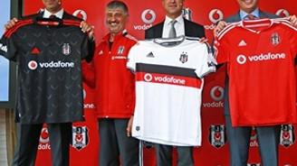 Beşiktaş yeni sezon formalarını tanıttı
