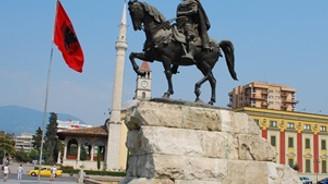 Arnavutluk dört büyükelçiliğini kapatacak
