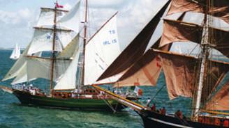 Tarihi yelkenler İstanbul boğazında