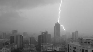İstanbul'da şiddetli sağanak ve fırtına!