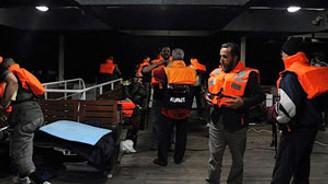 İsrail, yardım gemisine baskın yaptı