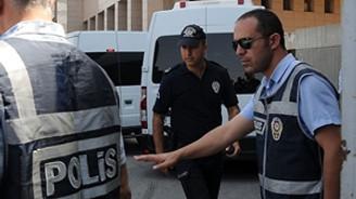 5 polis daha tutuklandı