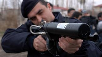 Protestocu gençlere polisten sert müdahale