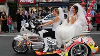 Fatih'te Gelinlik ve Moda Festivali düzenlendi