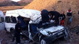 Malatya'da minibüs devrildi: 6 ölü
