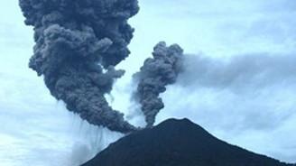 Sinabung Yanardağı faaliyete geçti