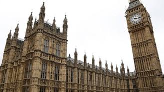 İngiltere Parlamentosu'nda bomba paniği