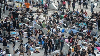 Hong Kong'da hükümet protestocularla görüşecek