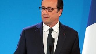 Hollande'ın popülaritesi arttı
