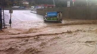 Ankara'yı sel vurdu