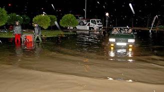 Şiddetli yağış İzmir'i de vurdu!