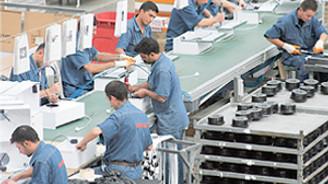 Sanayide üretim hız keserken istihdam yükseliyor