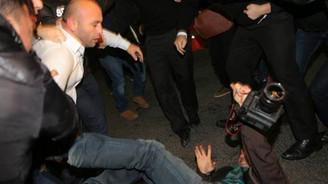 Arena'da gazetecilere çirkin saldırı