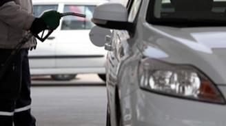Araç zengini ABD 'dünyanın benzini'ni tüketiyor
