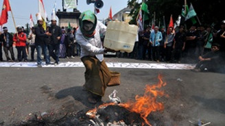 Endonezya'da benzin zammı protestosu