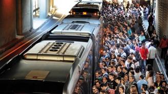 Boş metrobüs gelmedi vatandaş eylem yaptı