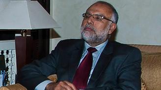 Devlet Bakanı'na tren çarptı