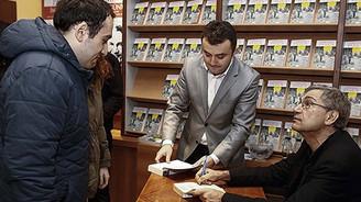 Orhan Pamuk'a imza kuyruğu