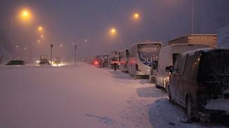 Araçlar kaydı, Bolu Dağı geçişi ulaşıma kapandı!