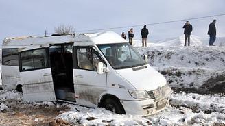 Servis aracı devrildi: 14 yaralı