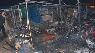 Suriyelilerin kaldığı çadırlar yandı: 2 ölü