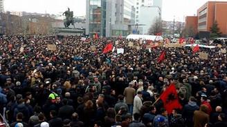 Kosova'da Başbakanlık binasına saldırı