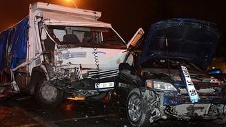 Freni patlayan kamyon 9 araca çarparak durabildi