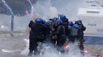 Berkin Elvan gösterisinde olay: 2 polis yaralandı!