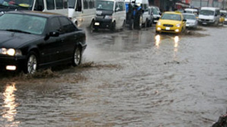 İzmir, yağışa teslim