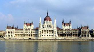 Macaristan'da 50 bin memur işten çıkarılacak