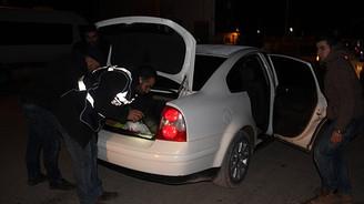 Bomba yüklü bir otomobil yakalandı