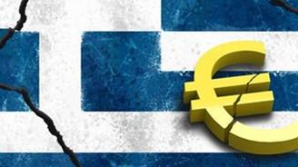 Yunanlar paralarını bankadan çekiyor