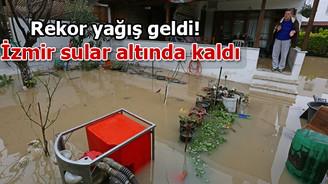 İzmir sular altında kaldı