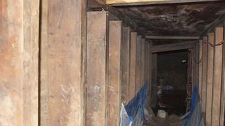 Polis esrarengiz tüneller karşısında çaresiz