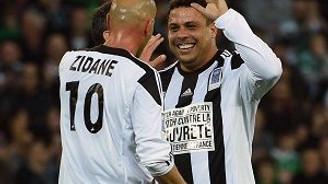 Efsane Ronaldo ve Zidane tekrar sahada